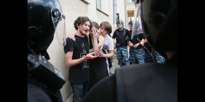 global-reviewrussia-gay-laws-violence-anti-gay.jpg